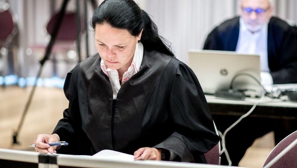 Rechtsanwältin Gaby Lübben, die zahlreiche Nebenkläger gegen Niels Högel vertritt