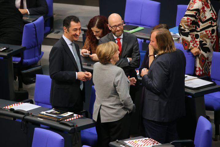 Merkel mit Grünen-Abgeordneten Özdemir, Hofreiter und CDU-Generalsekretär Tauber
