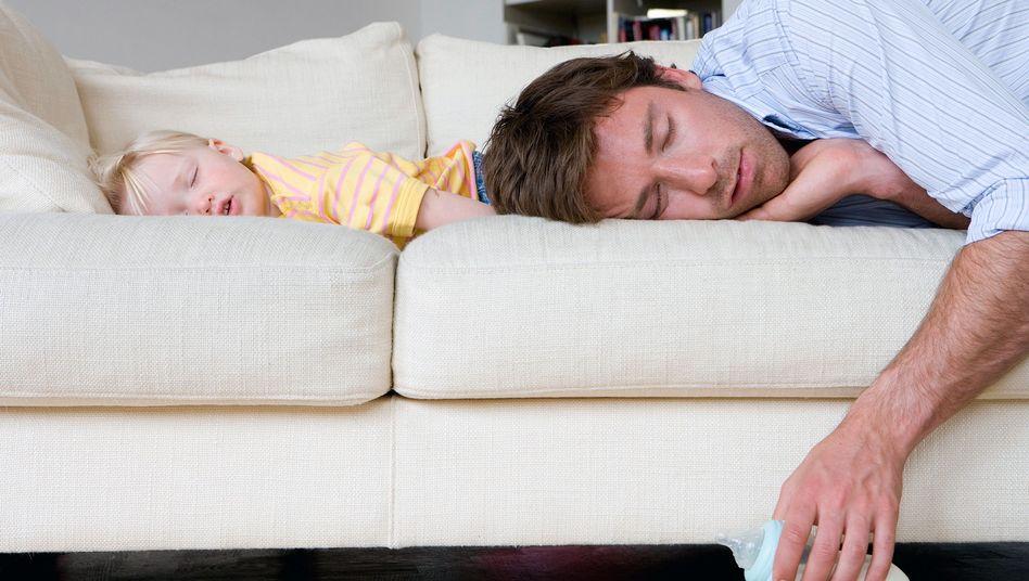Hausmann: Kind schläft, Papa auch
