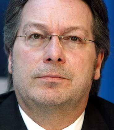 Gerd Gebhardt, Chef der Phonoverbände: Harte Linie