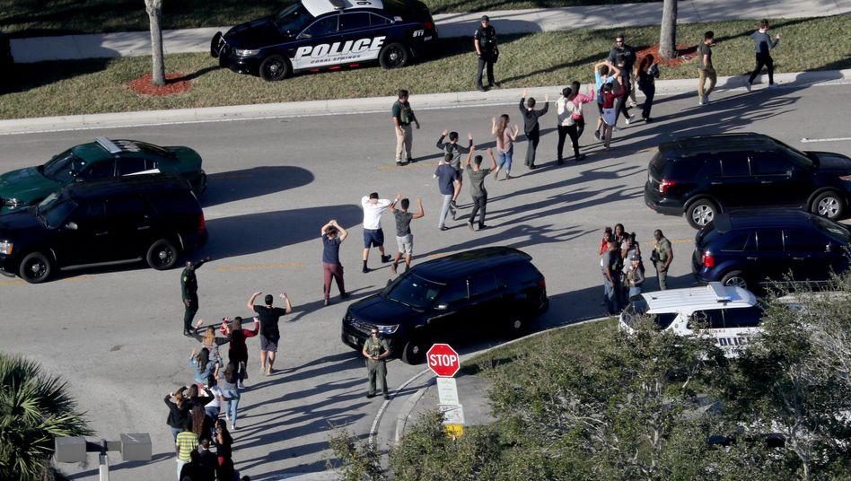 Evakuierung beim Massaker an der Stoneman Douglas High School in Parkland im Februar 2018