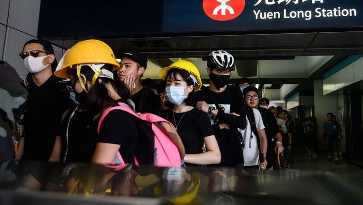 Hongkong: Polizei feuert Tränengas auf Demonstranten