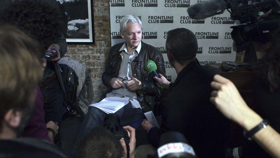 Julian Assange in London: WikiLeaks veröffentlicht E-Mails der US-Firma Stratfor