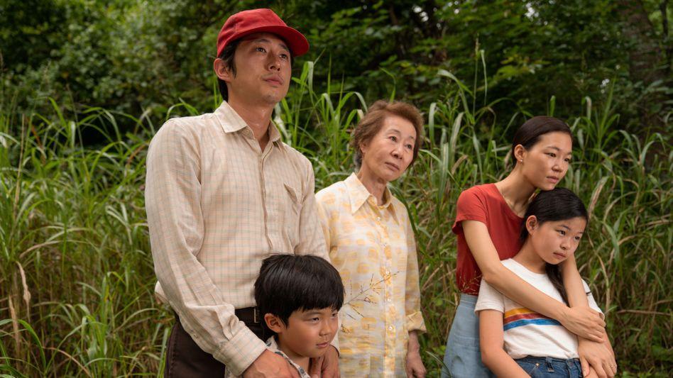 Von links: Steven Yeun, Alan Kim, Youn Yuh-jung, Han Ye-ri und Noel Cho in »Minari«