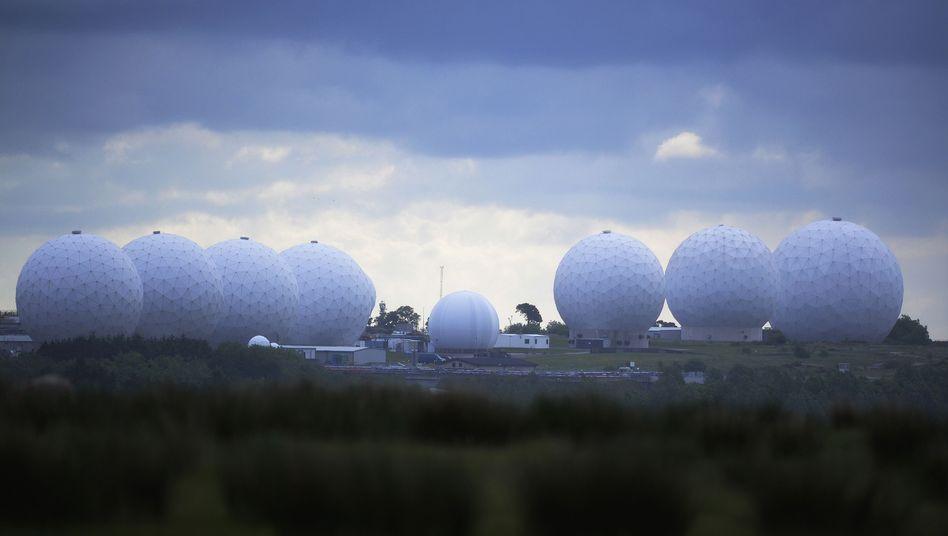 Die RAF Menwith Hill Station des GCHQ (Archiv): Geheimdienste sollen Sim-Karten-Daten gestohlen haben