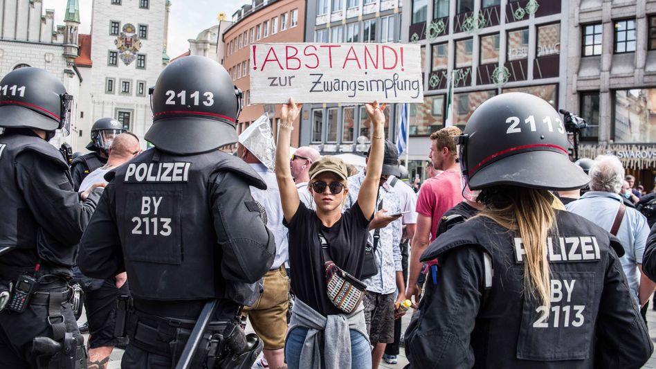 """Demonstrantin in München: """"Die Flamme weitertragen müsst Ihr"""""""