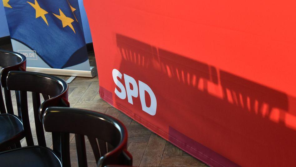 Leere Stühle nach einer SPD-Veranstaltung