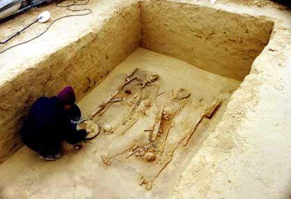 Hand in Hand bestattet: Grab zweier bajuwarischer Krieger bei Ergolding