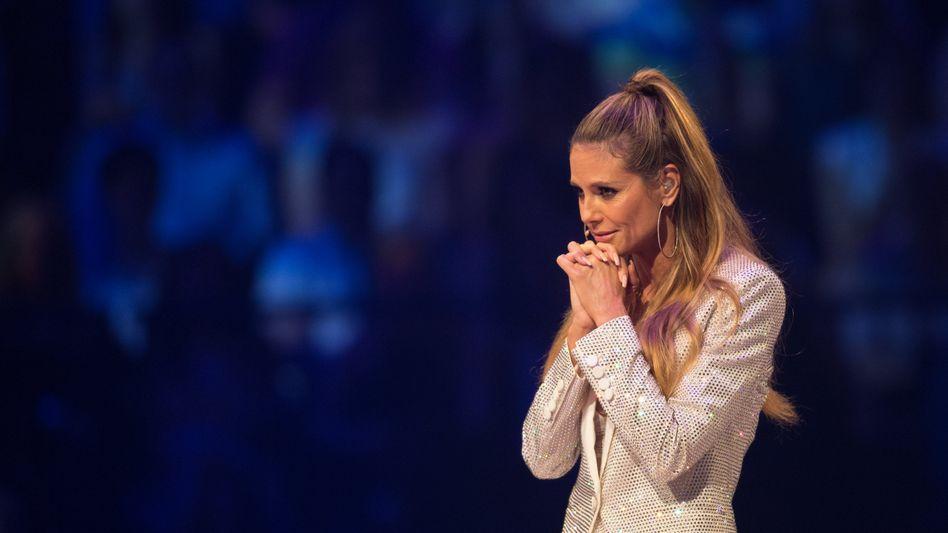 """Heidi Klum beim Finale von """"GNTM"""" im Jahr 2017"""