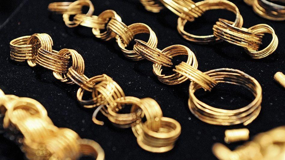 Fundstücke aus Gessel: 117 Goldteile in einem verrotteten Leinentuch