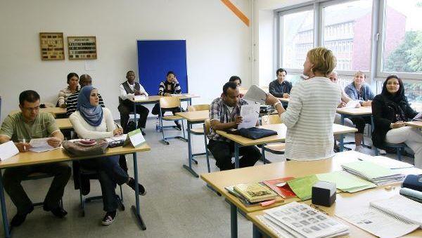 Zuwanderer beim Einbürgerungstest: Koalitionspolitiker kritisieren Friedrichs Schengen-Veto