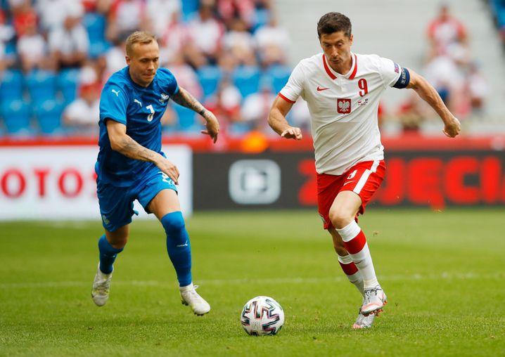 Lewandowski (rechts) hat in der Nationalelf nur wenige Mitspieler, die bei großen Klubs gespielt haben