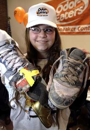 Mädchen Schuhe ausziehen Socken