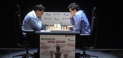 Herausforderer Kramnik (r.): Remis herausgeholt