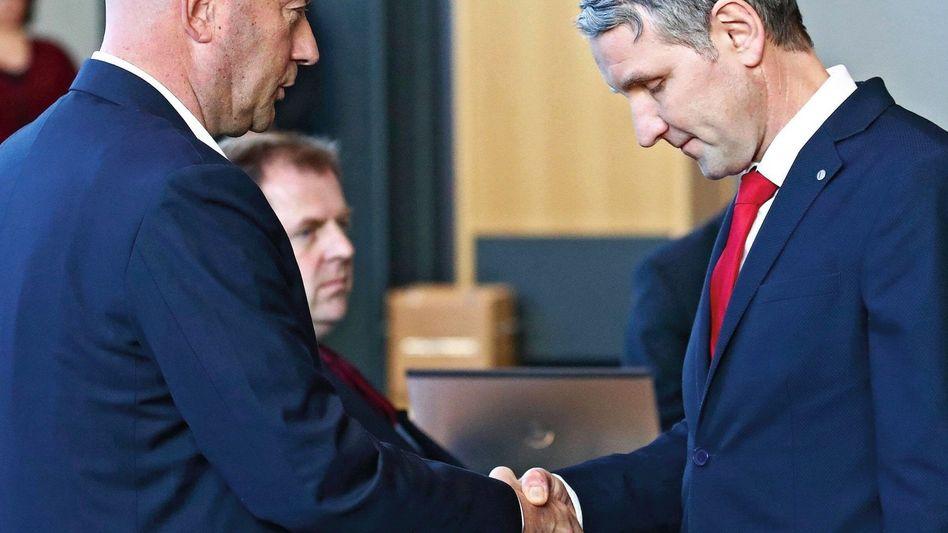 Liberaler Kemmerich, AfD-Mann Höcke Fataler Handschlag