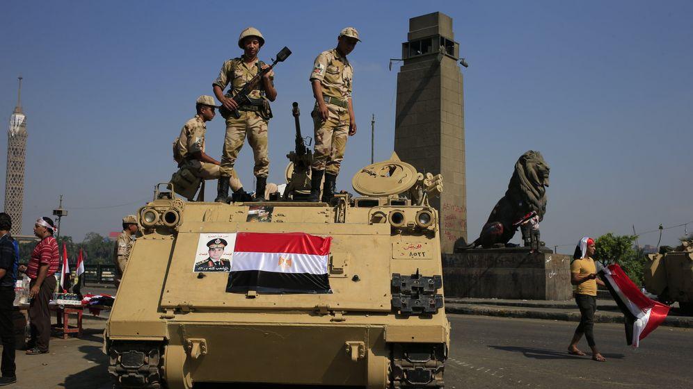 Machtkampf in Ägypten: Soldaten marschieren in Kairo auf