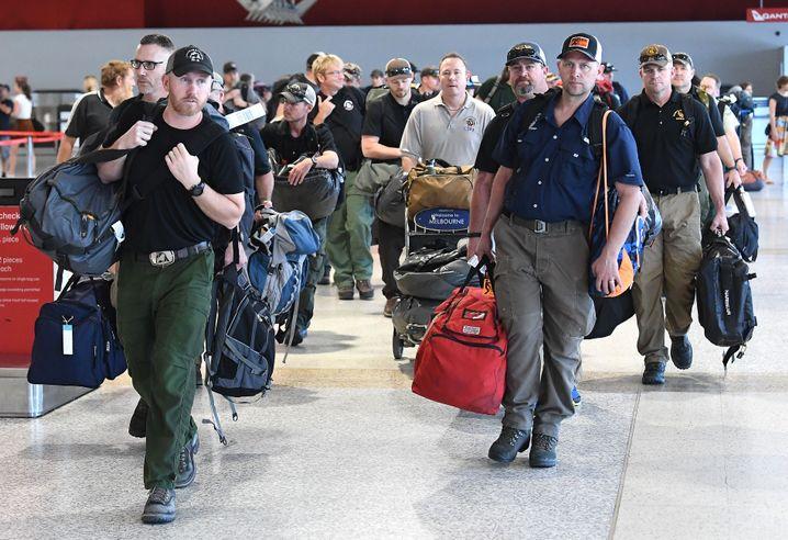 Feuerwehrleute aus den USA und Kanada in Melbourne