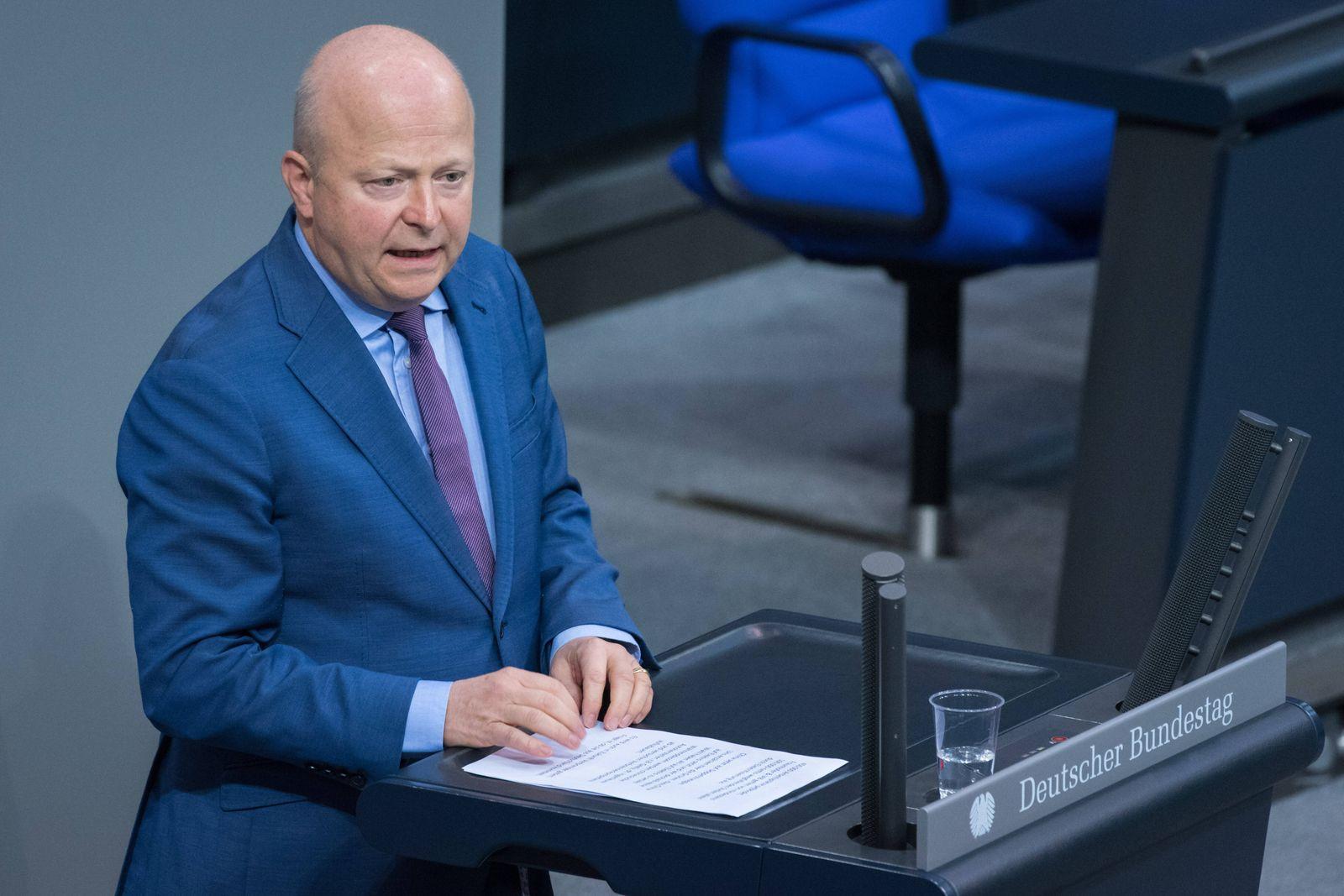Berlin, Plenarsitzung im Bundestag Deutschland, Berlin - 06.11.2020: Im Bild ist Michael Theurer (fdp) während der Sitz