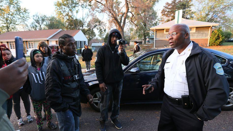 Fergusons Polizeichef Andre Anderson in Normandy: Warum starb Amonderez G.?