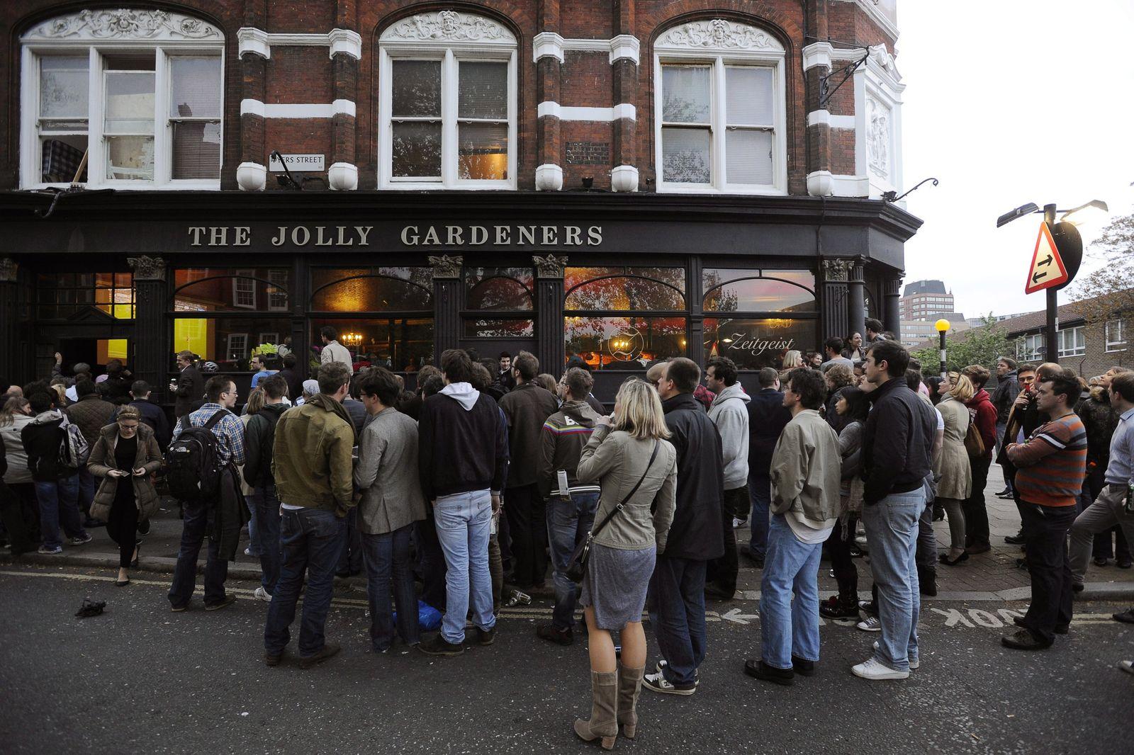 Fans watch the Champions League final in London