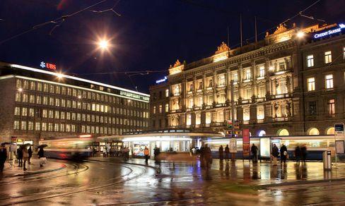 Banken am Paradeplatz in Zürich: Fast fünf Milliarden Dollar Kapital aus Deutschland floss allein im ersten Quartal 2021 in das Land