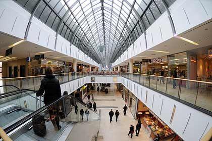 """Einkaufszentrum in Regensburg: """"Es bringt nichts, 500 Euro auf den Kopf zu hauen"""""""