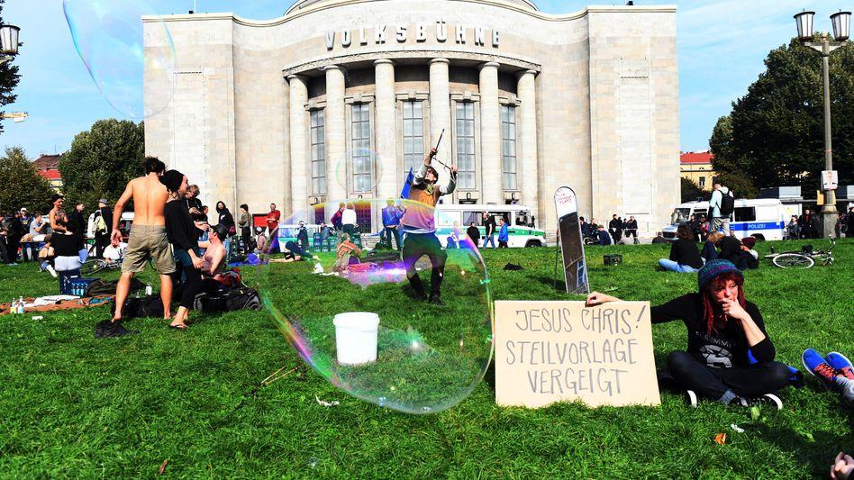 Die Volksbühne am Rosa-Luxemburg-Platz am Donnerstagnachmittag