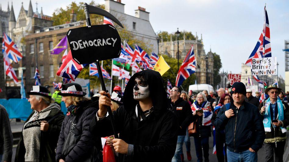 Diese Demonstranten wollen raus aus der EU - aber ob dann alles besser wird?