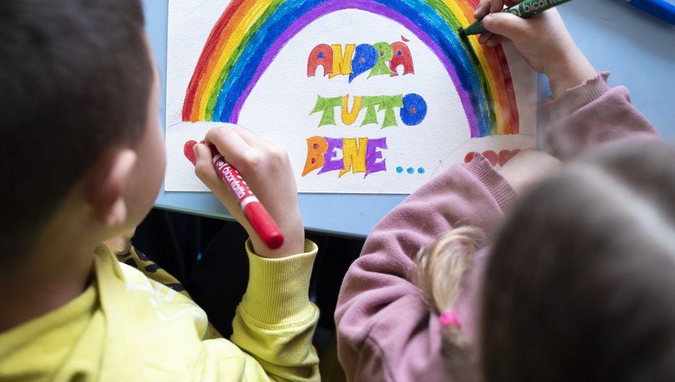 """Kinder im italienischen Mailand malen Bilder der Hoffnung: """"Alles wird gut"""""""