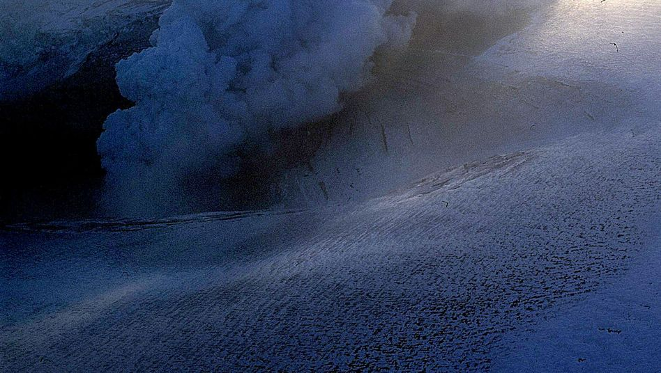 """Grímsvötn erupting in November 2004. Experts are monitoring the volcano for signs of an impending """"glacial blast."""""""