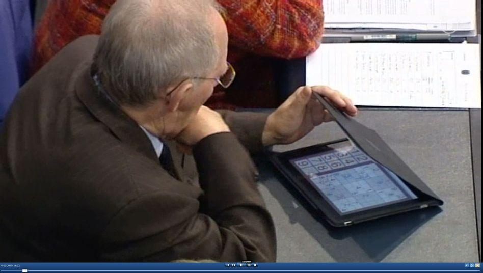 Schäuble beim Sudoku-Spielen im Bundestag: Was soll das Volk da denken?