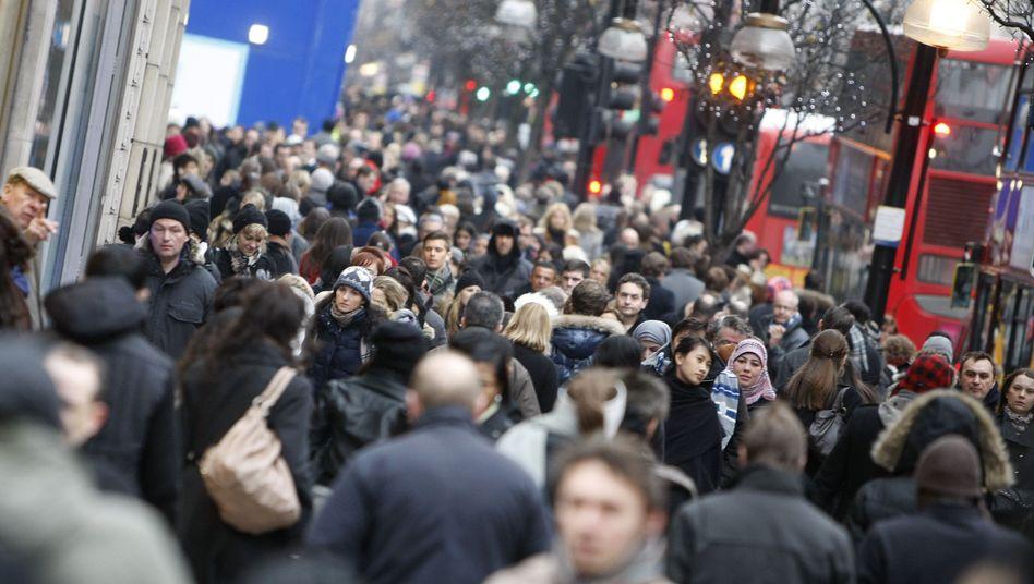Londoner beim Shopping: Nach der aktuellen Hochrechnung soll einer von 2000 Briten mit dem Erreger der Creutzfeldt-Jakob-Krankheit infiziert sein