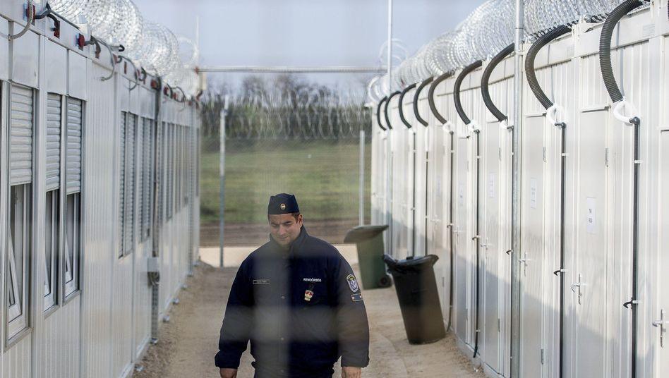 Container-Lager in Röszke an der ungarisch-serbischen Grenze (Archivbild)