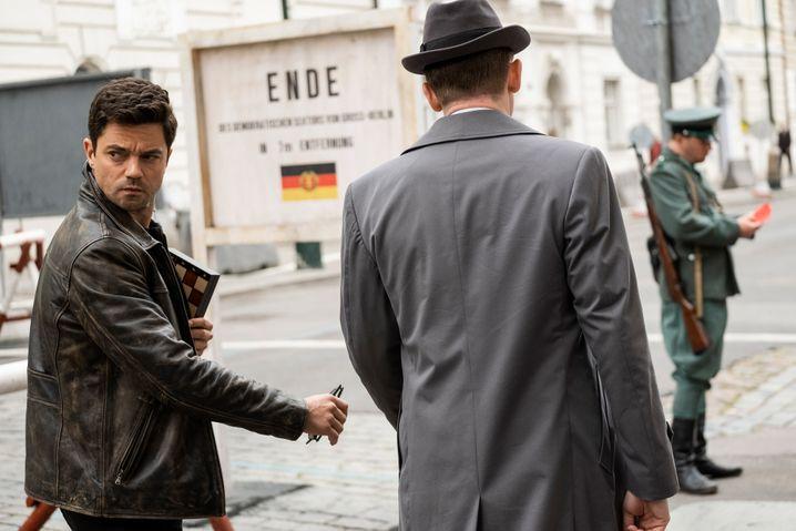 »Spy City«: Ein britischer Agent (Dominic Cooper, l.) ermittelt zwischen den Sektoren-Grenzen