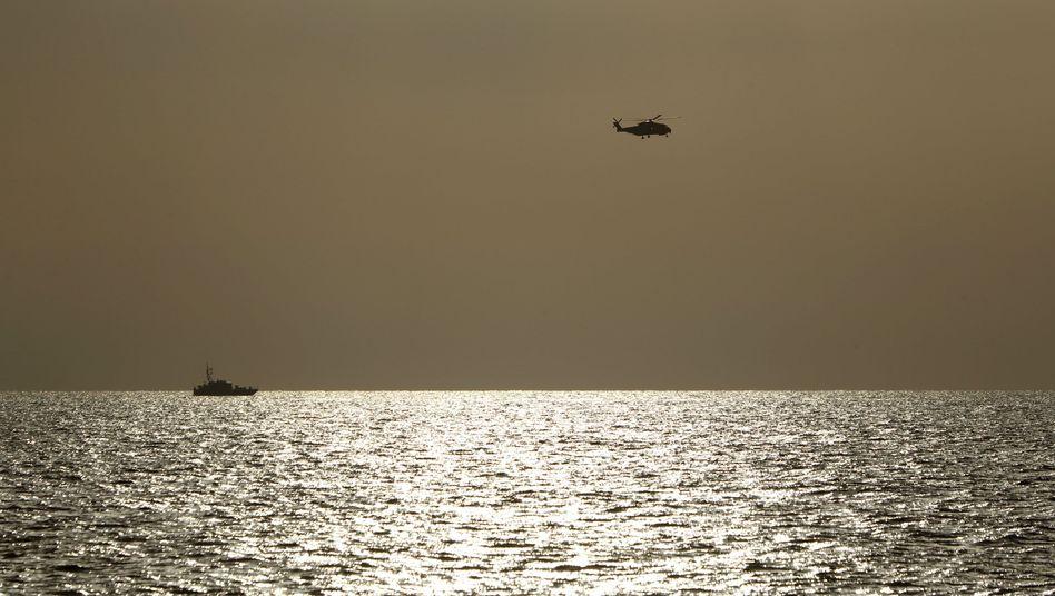 Schiffsunglück im Mittelmeer: Marinesucht nach Hunderten vermisster Flüchtlinge