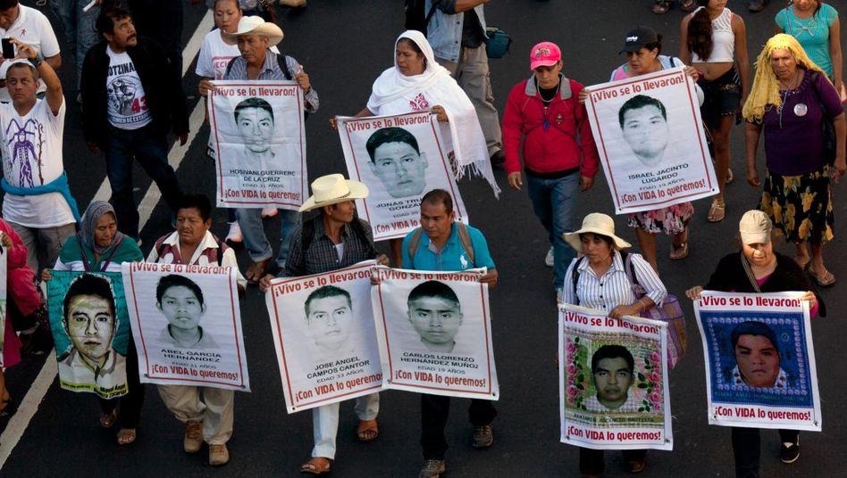 Gedenkmarsch für 43 verschwundene Studenten: Neue Ermittlungen