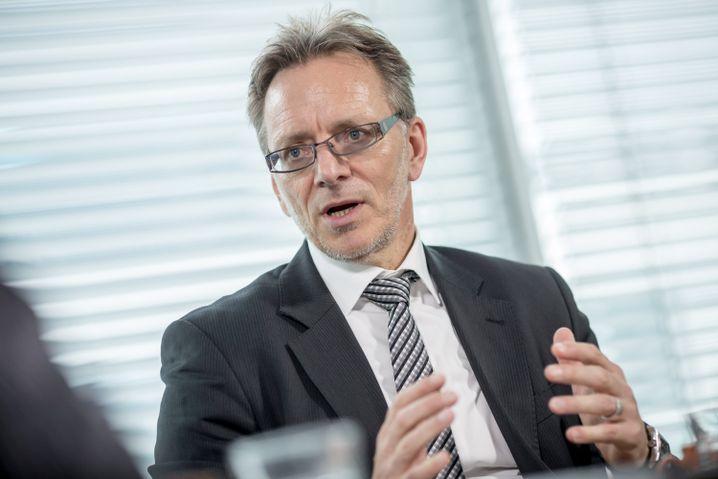 """BKA-Chef Holger Münch: """"Die Angriffe auf Flüchtlingsunterkünfte sind häufig das Ergebnis einer Radikalisierung, die auch in sozialen Netzwerken beginnt."""""""