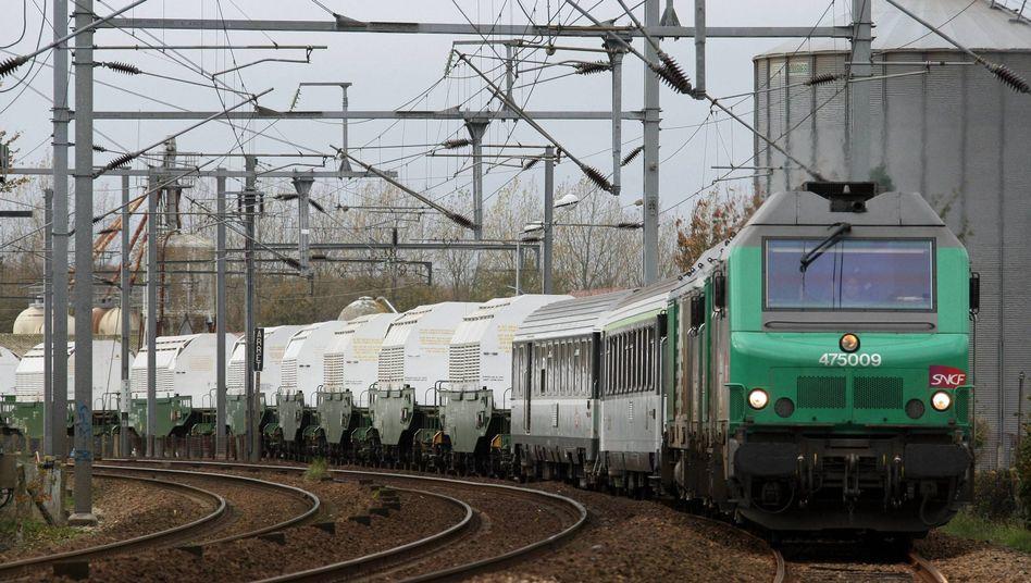 Castor unterwegs (hier in Frankreich): 18 Behälter sollen von Ahaus in den Ural fahren