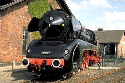 Schnellzuglok 10 001 im Deutschen Dampflokomotiv-Museum: Von der Baureihe 10 wurden nur zwei Exemplare gebaut