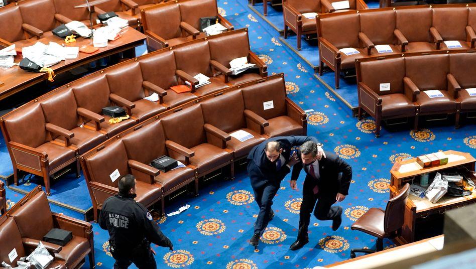 Kongressmitglieder flüchteten vor den Eindringlingen