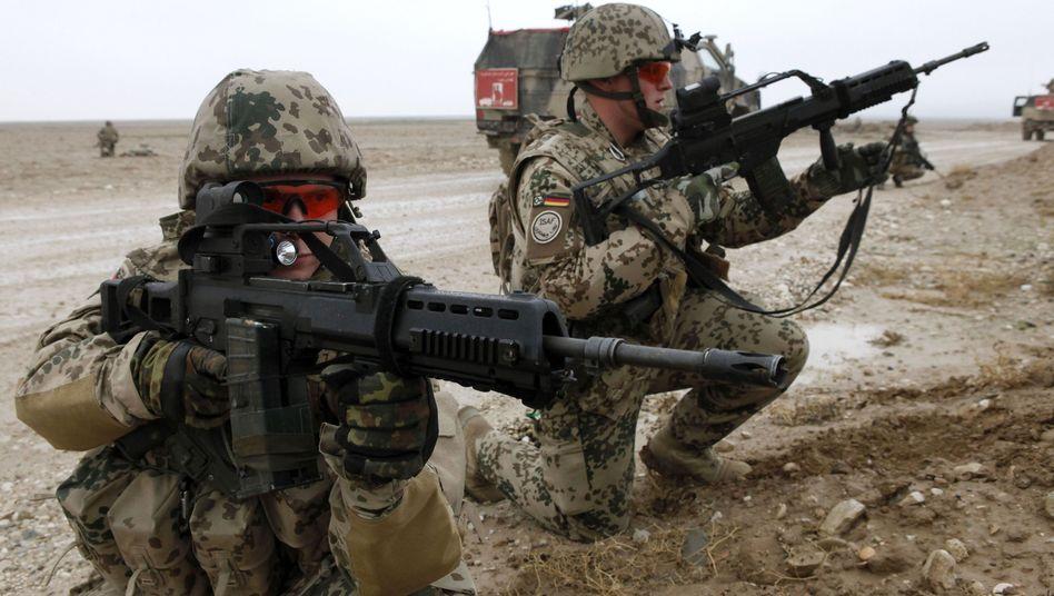Soldaten mit G36-Gewehr (Archivbild): Neue Vorwürfe gegen Ministerium