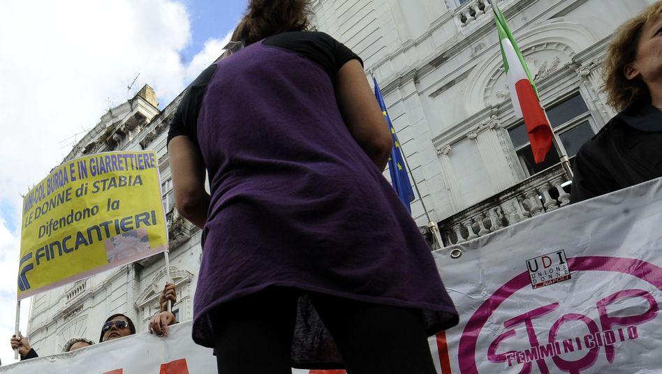 Demonstranten in Süditalien: Minirock-Trägerinnen drohen bis zu 500 Euro Strafe