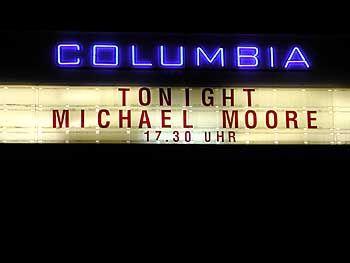 "Moore-Billboard an der Columbia-Halle: ""Thank you, Berlin!"""