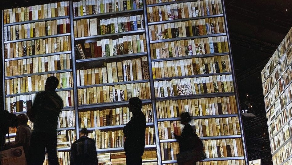 Besucher auf der Frankfurter Buchmesse 2012
