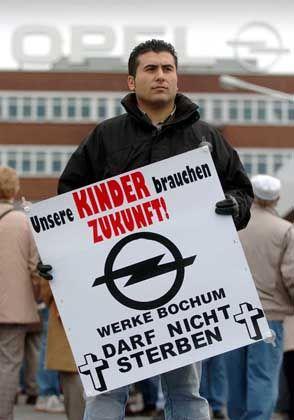"""Opel-Arbeiter vor dem Werkstor: """"Wir müssen einfach kämpfen und hoffen"""""""