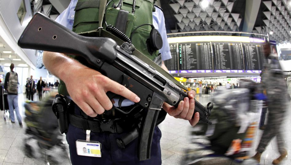 A German police officer armed with a submachine gun at Frankfurt Airport.