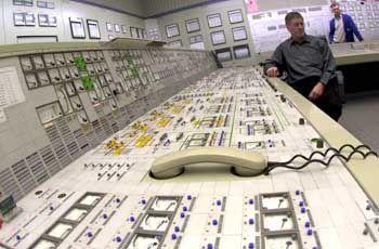 Steuerpult des Reaktors Stade: Naturreaktor arbeitete ganz ohne Elektronik