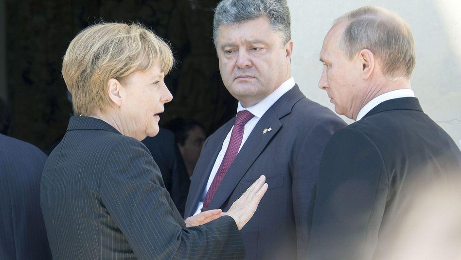 Merkel, Poroschenko, Putin (Archivbild): Die Nachbarschaftspolitik der Kanzlerin ist offenbar gescheitert