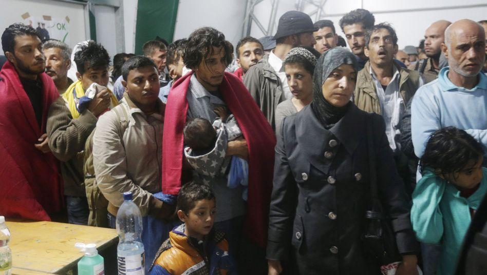 Österreich: Wienrechnet mit10.000 Flüchtlingen ausUngarn