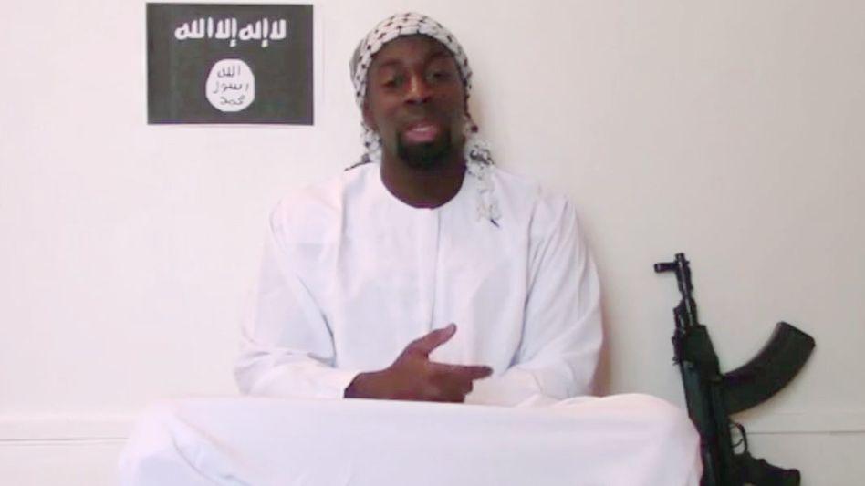 Amedy Coulibaly im aktuellen Bekennervideo: Coulibaly ging im Gefängnis ein und aus